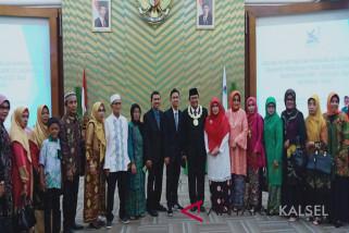Prof Sutarto Hadi berbagi kebahagiaan di momen pelantikannya