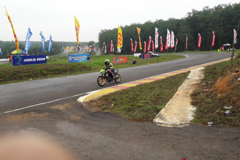 Pembalap Legendaris Tabalong  Di Kejurnas Motorprix Region V