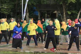 Kunjungi HST, istri Gubernur ikut joget dan cicipi Rujak Banua