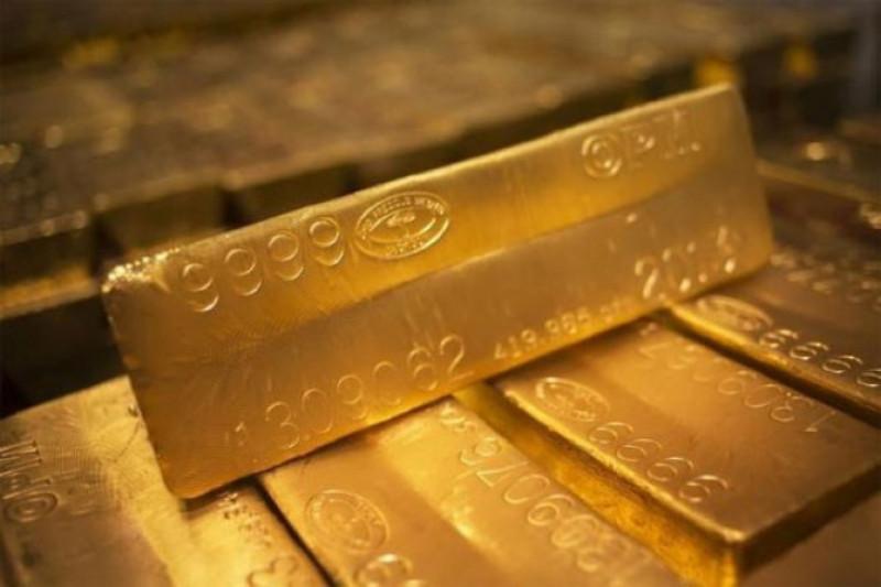 Harga emas naik tipis ketika dolar dan saham melemah