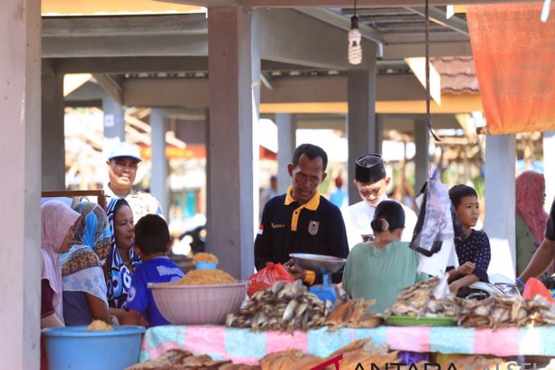 Kunjungi Pasar Kurau