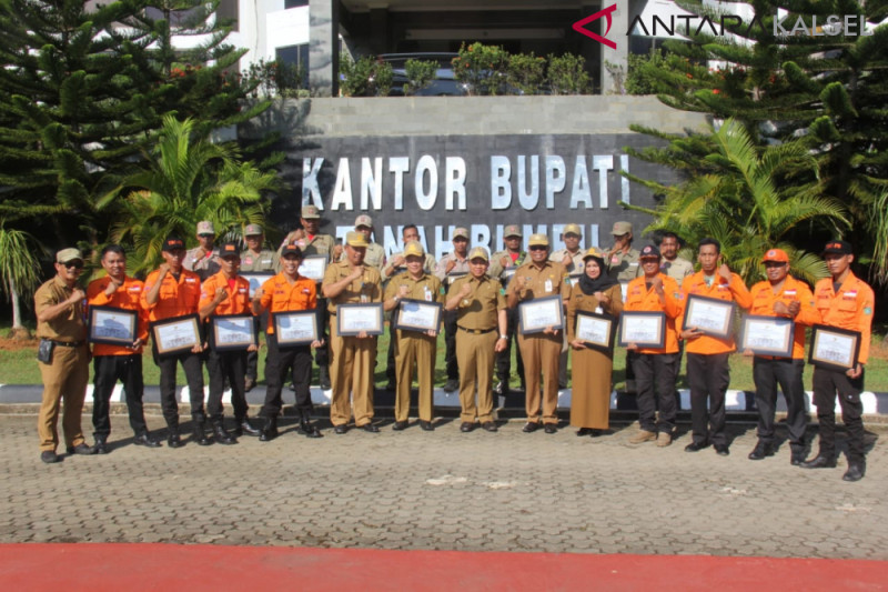 Tanah Bumbu and Apkasi reward volunteers of Palu
