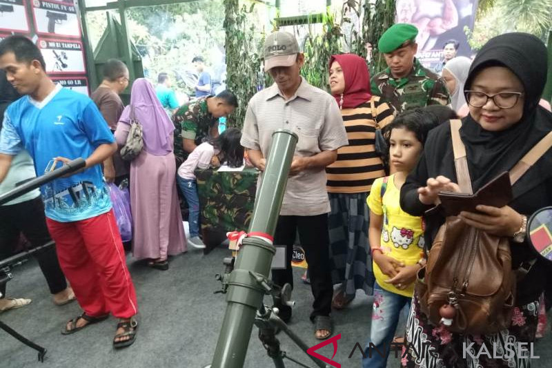 Alutsista exhibition as education and foster love for TNI