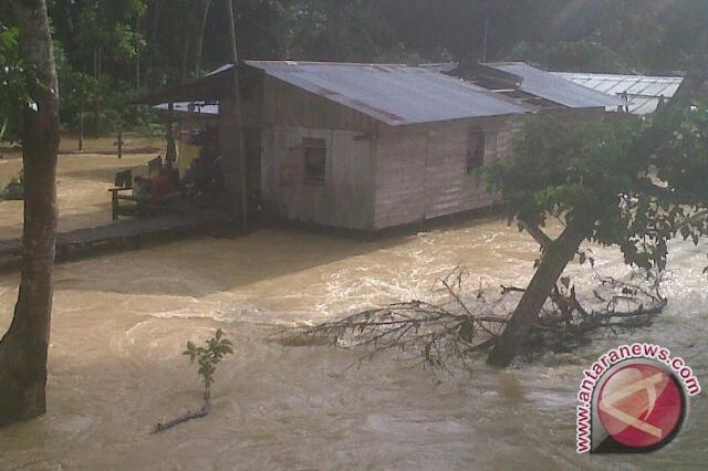 BPBD Penajam Pantau Titik Banjir dan Longsor