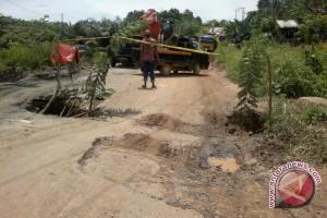 Penajam Minta Pemerintah Pusat Perbaiki Jalan Rusak