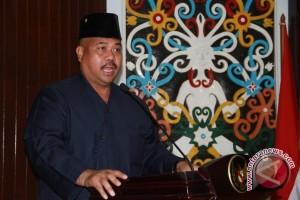 Gubernur Serahkan Surat Plt Bupati Kukar kepada Edi Damansyah