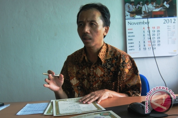 Kabid Pembinaan SMP dan SMA Dinas Pendidikan Kaltim Asli Nuryadin (M ...