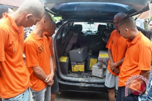 Polisi Ringkus Sindikat Pencuri Baterai BTS Telkomsel