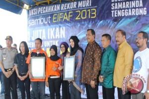 Rita Raih Piagam Penghargaan MURI
