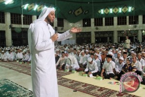 saat meyampaikan tausiyah pada peringatan Maulid Nabi Muhammad SAW