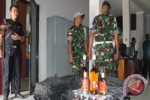 Yonif Raider Pamtas RI-Malaysia Gagalkan Penyelundupan Miras