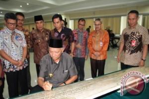 Gubernur Kaltim Keluhkan Minimnya Guru-Dokter PNS