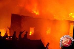 Dua Puluh Rumah Di Palaran Samarinda Terbakar