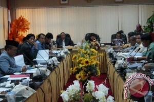 Wali Kota Tanggapi Pemandangan Umum Fraksi Terkait Tiga Raperda