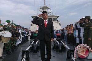 Wali Kota Pimpin Hari Pahlawan di Geladak Kapal Perang