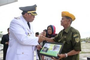 Wali Kota Beri Penghargaan Anggota dan Janda Veteran