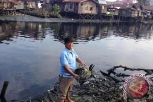 Misman dan Gerakan Memungut Sampah di Sungai