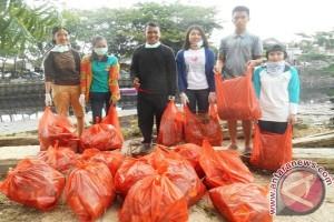 Mahasiswa Unmul Bersihkan Sungai dari Sampah