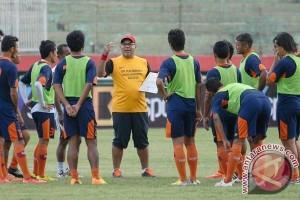 Borneo FC Kembali Kontrak Pelatih Iwan Setiawan