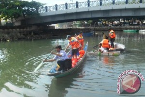 Gubernur Susuri Sungai Karang Mumus Songsong Hari Lingkungan