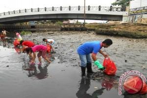 Wartawan Kaltim Aksi Bersih-Bersih Sungai Karang Mumus