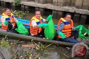 Wartawan Kaltim Kembali Bersihkan Karang Mumus