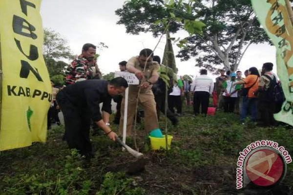 Gubernur Kaltim Wajibkan Perusahaan Tanam Pohon