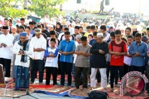 balikpapan muslim Banyak cara warga kaum muslim di balikpapan mencari berkah dan pahala saat ramadan ini salah satunya.