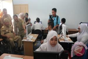 Kaltim Targetkan Semua Sekolah Berbasis Komputer pada UN 2017
