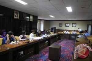 Pegawai DKP Curhat ke DPRD Kaltim