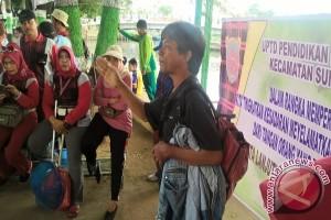 """100 Guru Aksi """"Jumat Bersih"""" di SKM"""