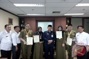 Wakili Indonesia Siswa SMAN 10 Raih Emas