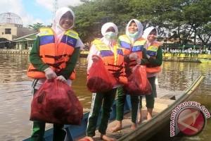 Sekolah Adiwiyata Bersihkan Sungai Jelang Hari Lingkungan