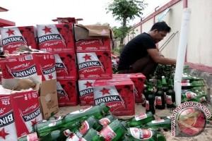 Kejaksaan Negeri Penajam Musnahkan 1.080 Botol Miras