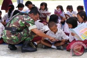 Prajurit Perbatasan Rangkap Jadi Guru
