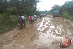 Jalan Samarinda-Muara Kaman Rusak Parah