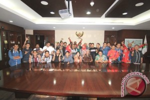 Gubernur Minta Pendapat Wartawan Soal Taman Samarendah