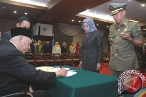Gubernur Lantik Delapan Pejabat Eselon II