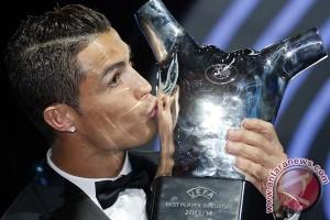 Cristiano Ronaldo Sabet Pemain Terbaik Eropa 2015-2016