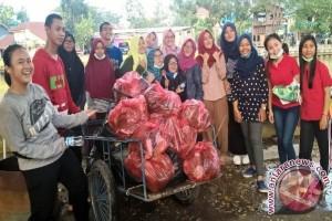 Mahasiswa Peduli Lingkungan Rawat Karang Mumus