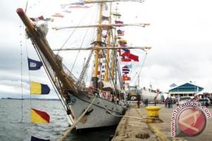 Dewa Ruci Ship Carries ASEAN Cadets