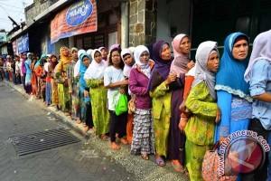 Ribuan Warga Berebut Nasi Jangkrik Goreng