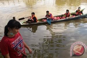 Puluhan Anggota Pramuka Samarinda Punguti Sampah Sungai