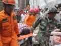 Korban Gempa Terjepit Reruntuhan