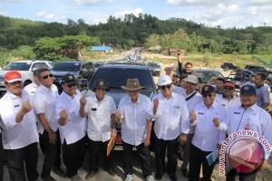 Gubernur Puas Jalan Samarinda-Bontang Mulus