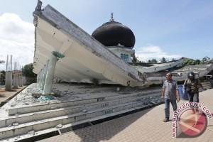 Presiden Tinjau Masjid Rusak Akibat Gempa Pidie