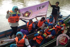 Keluarga Wartawan Kembali Bersih-bersih Sungai Karang Mumus