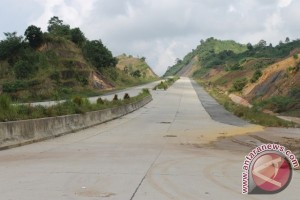 Pastikan Jalan Tol Balikpapan-Samarinda Selesai Akhir 2018