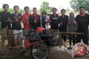 Mapala Mahameru Bantu Bersihkan Sungai Karang Mumus