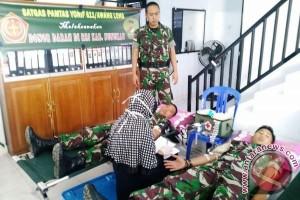 Prajurit Perbatasan RI-Malaysia Donorkan Darah